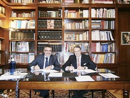 Javier Álvarez en la Federación de Empresarios de Valladolid firmando el acuerdo entre CCL y FEV