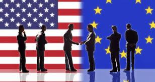 bandera de EEUU y EU con varias personas dándose la mano